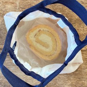 米粉ロールケーキを やさしく包むガーゼのエコバッグ