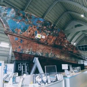 北朝鮮工作船の資料館? 生々しい展示品