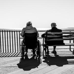 院内で車椅子老人からの警告