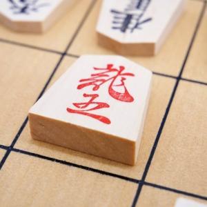 新古今将棋道③。ついに巡り合った名著は、女流三段タイトル保持者・上田初美氏監修の「女性のための将棋の教科書」の巻。