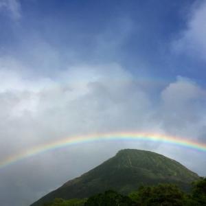 週末ライフ。「夏の登山が教えてくれる7月の季語『円虹』の魅力とは」。