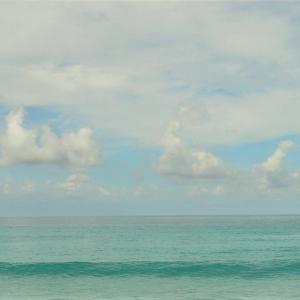 週末ライフ「吹く風と流れる雲と夏待ち時の空模様」。