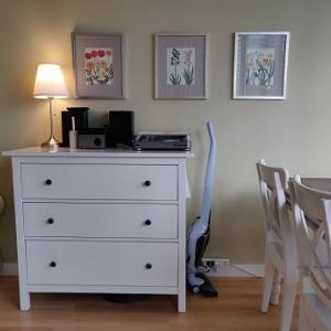 コマンドファスナ―:壁を傷つけずに絵を飾る・電源タップを壁かけにする