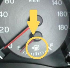 車の給油口は左右どっち?ガソリンスタンドで一発で分かる見分け方
