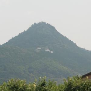 石巻山の岩石信仰(愛知県豊橋市)