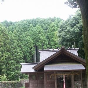 櫛石窓神社裏山の霊岩(兵庫県丹波篠山市)