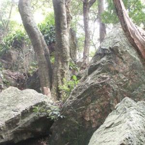 仙宮神社の巨岩群と倭姫命腰掛岩(三重県度会郡南伊勢町)