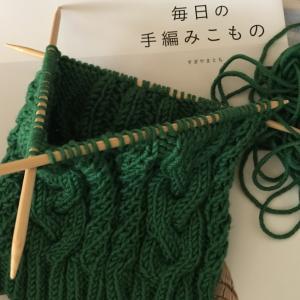毎日の手編みこものより ケーブル模様の帽子