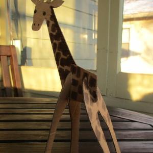 段ボールのきりん。Cardboard Giraffe