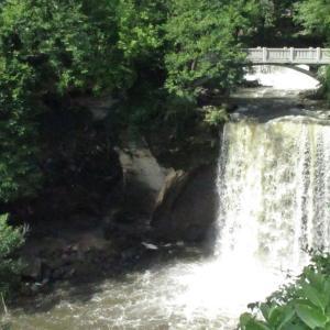 ミネオパの滝-ミネオパ州立公園。Minneopa Falls