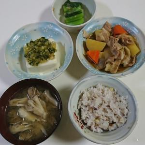 雑穀米や麦ご飯を食べています。