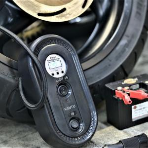 手軽にバイクに空気を入れたい。軽量コンパクト電動コンプレッサーで楽々空気入れ。ツーリングにも最適?