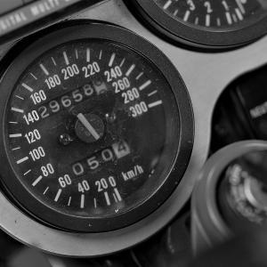 【便利・お役立ち】GSX-R1100/750(GSXR1100/750) スピードメーター針が折れて困った件。現在の品番と価格・統合について