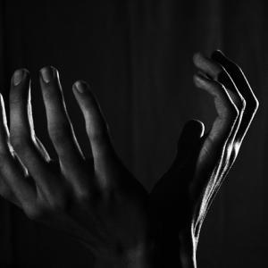 朝におきる手の痛みの正体とは!手の痛みについて考える