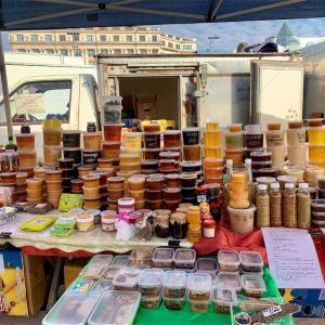 イベントのない金・土に中央広場で開かれるマーケット~Ярмарка~<ヤルマルカ>