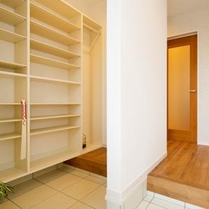 玄関間取り 圧迫感を感じない玄関収納の大きさは?