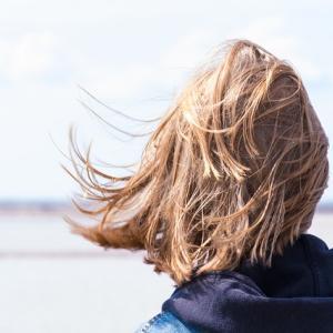女性の薄毛の原因と対策を解説【FAGAなど】
