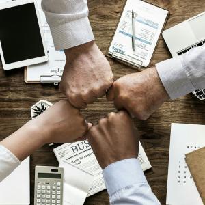結論は、株式会社と合同会社の2択!営利目的の4つの法人徹底比較!