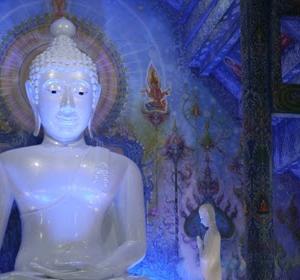 青いお寺の青い仏像