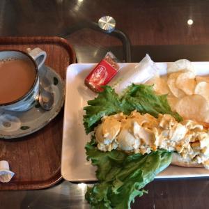 秋葉原駅徒歩3分。超ボリュームのサンドイッチと居心地の良さが魅力のCafe MOCO(カフェモコ。