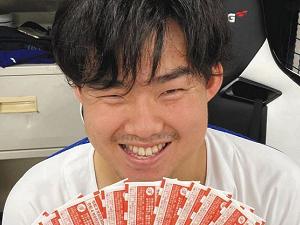 中日・小笠原慎之介投手、宝くじを買う