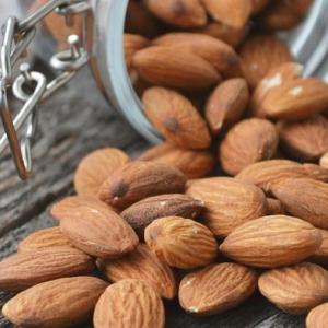 アーモンドは食物繊維を豊富に含み便秘解消効果のある魅力的な食材