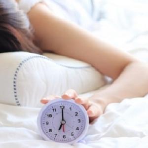 睡眠不足は便秘の原因、改善法もご紹介/よく寝てこそ便は作られる