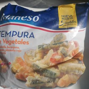 近所のスーパーで冷凍餃子と冷凍天ぷら見つけた!