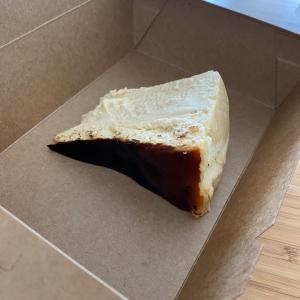 例のチーズケーキ