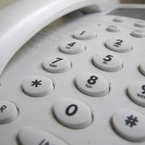 携帯電話しか利用してこなかった新社会人に待ち受ける意外な壁?固定電話を恐れる新入社員達。