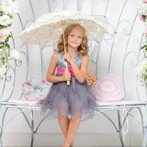 子供が感じる暑さは大人の体感+10℃!?酷暑の中登下校する小学生に日傘を推奨する学校続々。