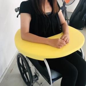 車いすのひじかけはどうしてあんなにかたいのか…