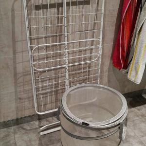丈夫!IKEAの折りたたみ物干しラックと洗濯カゴ