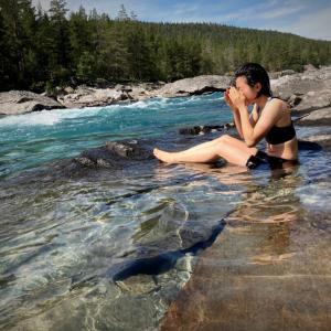 ハイキングやキャンプでお風呂はどうする?テント泊・車中泊で、体や髪を洗う方法