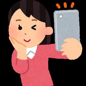 オタク系キャバ嬢ひかり(23):自撮りする女
