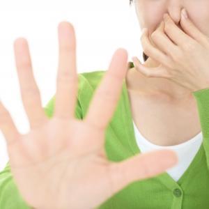 臭いなんて二度と言わせない!ミドル脂臭・加齢臭を改善する為の食生活や入浴・服・部屋の対策まとめ!