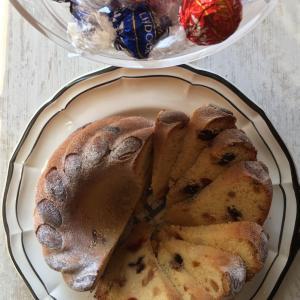 熱い紅茶ときょうのお菓子 CAKE AUX FRUITS CONFITS