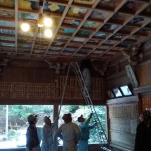 神社拝殿の天井絵を補修しました