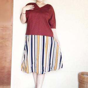 長身を活かした4Lさん♪多色使いのマルチストライプスカートが着痩せ効果