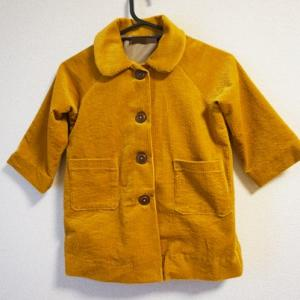 仕立てのきれいな着ごこちのいい小さな子の服より、コートを作りました