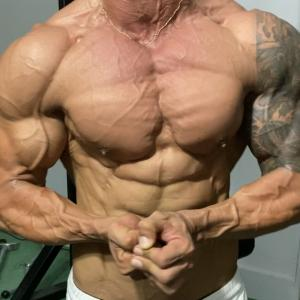 MDC最強のナチュラルビルダーT-FLEXの筋肉がガチでヤバイ