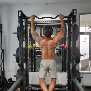 初心者もベテランも背中の筋肉は懸垂で造れ!