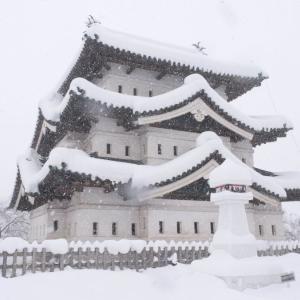 冬の青森と弘前城雪燈籠まつり