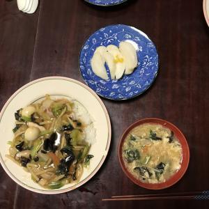 グループホームの食事会で中華丼を作りました。