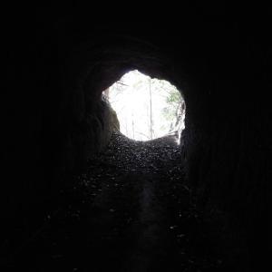 山屋のトンネル