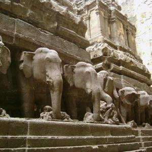 世界遺産エローラ石窟寺院 ムンバイへはANAの直行便があるんですね