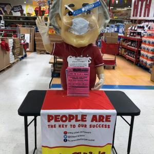 アメリカの激安店 Ollie's Bargain Outlet で独立記念日
