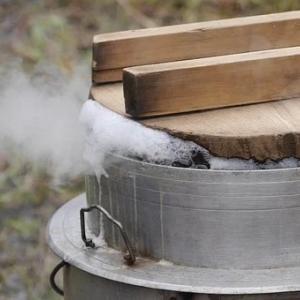 朝から「鶏ゴボウご飯」を作る。