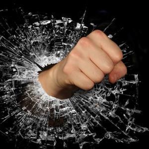 今日は「いいづか」のせいで国中が怒気に満ちております。