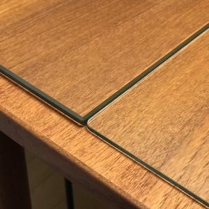 アクリル vs ガラス ダイニングテーブルの天板